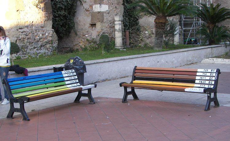 21- Des bancs publics colorés à Rome, Italie