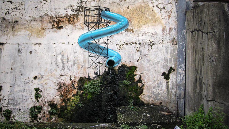 35- Un faux-tuyau sortant d'un mur, Malaisie